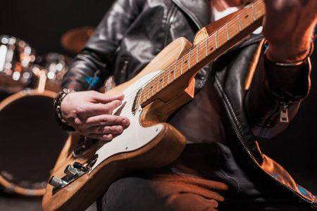 På udkig efter en begynder el guitar? Her finder du de 14 bedste fra test